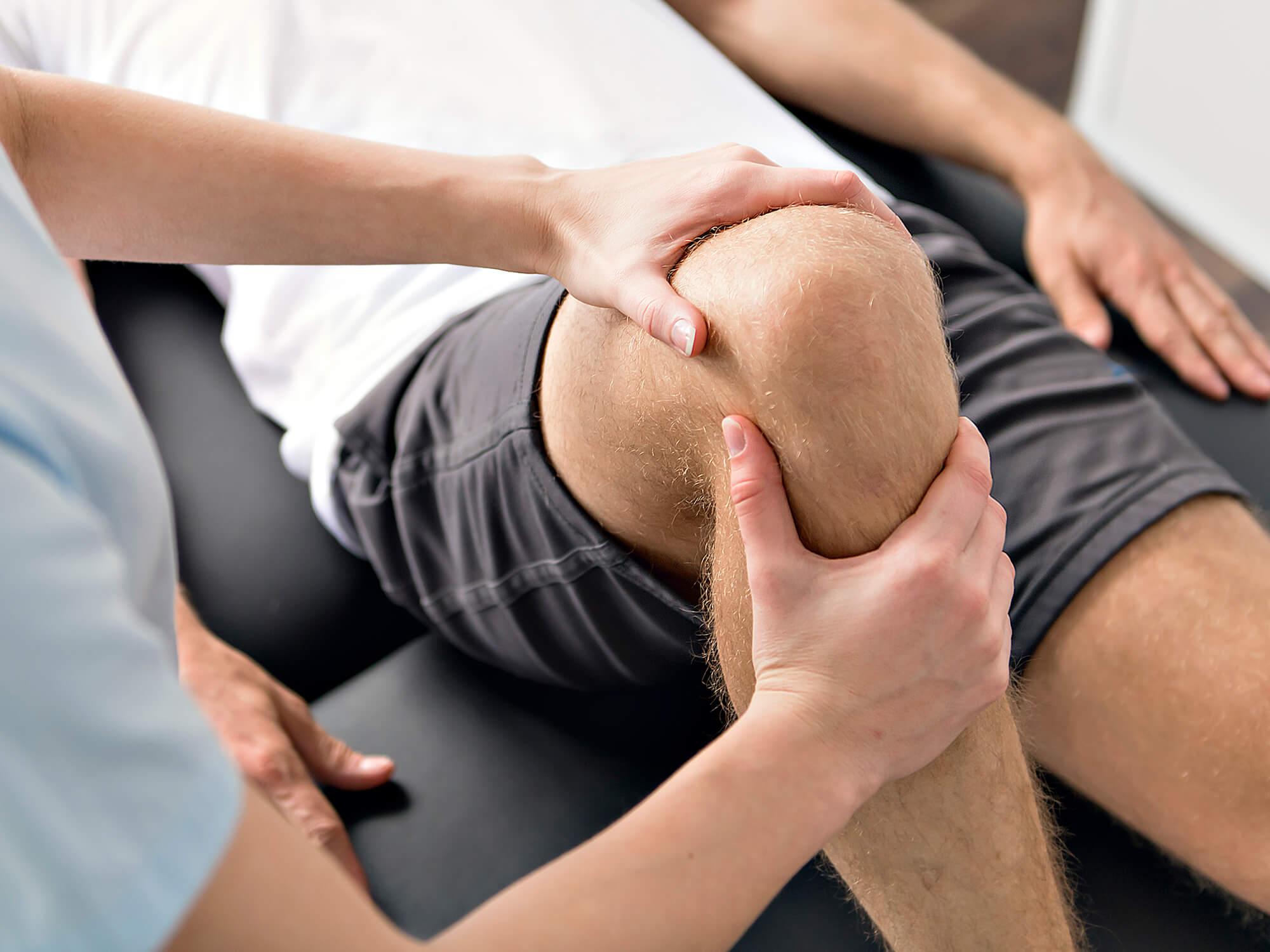 Knie bedeutung übers legen liihoecrafcont: Mann
