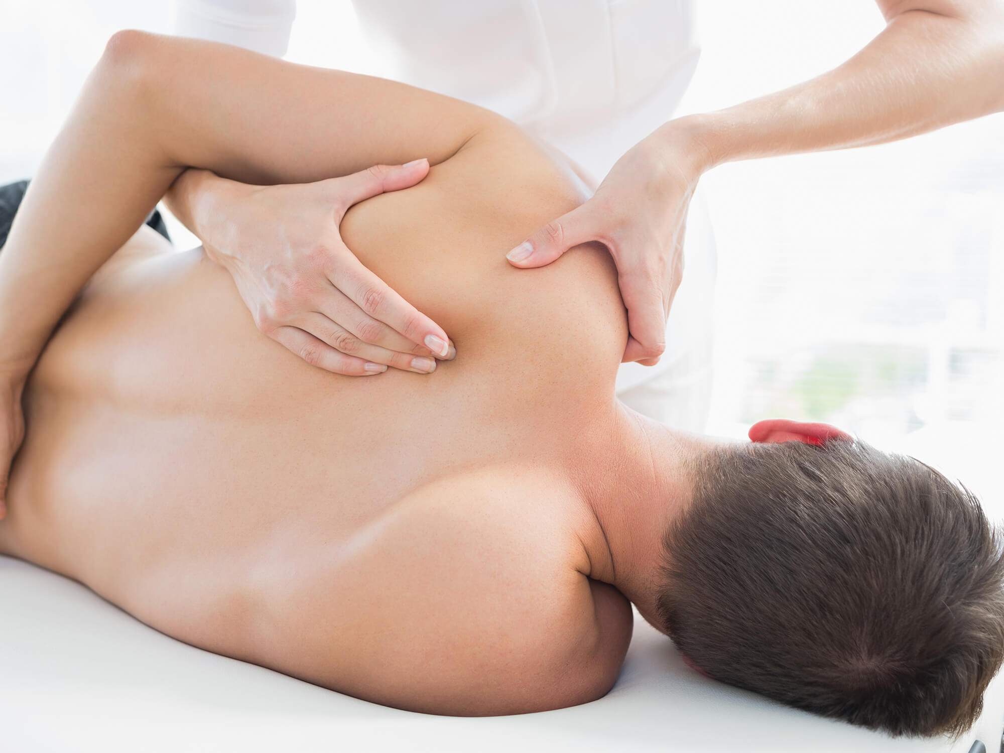 Schulterschmerzen: Ursachen, Symptome & Behandlung